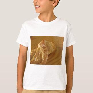 Camiseta Bollo de leche en una tabla de madera con el