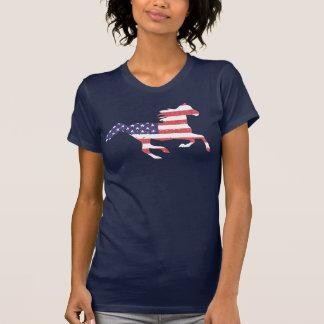 Camiseta Caballo libre corriente que ofrece la bandera