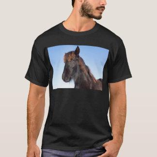Camiseta Cabeza del retrato del caballo negro del Frisian
