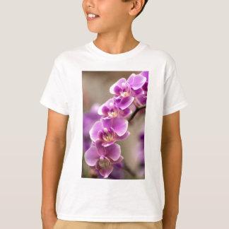 Camiseta Cadena de flor de color rosa oscuro de la orquídea