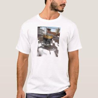 Camiseta Café del café express con la corteza del ron, del