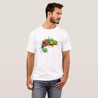 Camiseta Camaleón coloreado del bosquejo de la mano