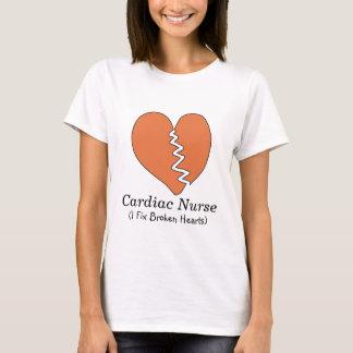 Camiseta cardiaca de los corazones quebrados de la