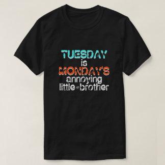 Camiseta Chiste sobre martes y lunes