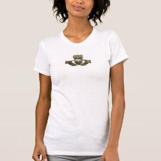 Camiseta Claddagh del irlandés del oro