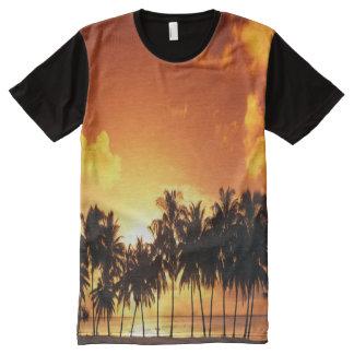 Camiseta colorida de la puesta del sol de la
