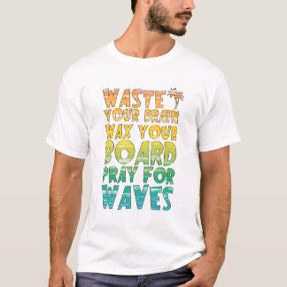 Camiseta colorida del lema del arco iris de la