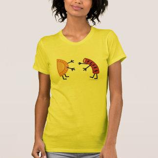 Camiseta Comida polaca amistosa de Pierogi y de Kielbasa