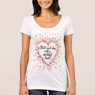 Camiseta Comience cada cita inspirada del corazón