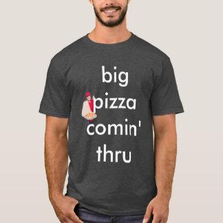 Camiseta comin grande grande de la pizza a través