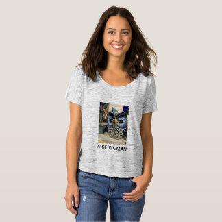 Camiseta cómoda de la mujer sabia