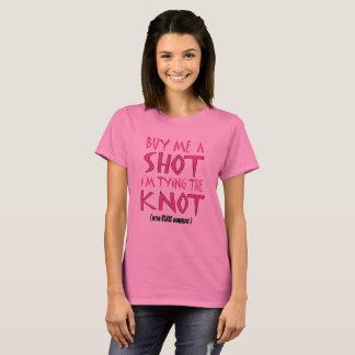 Camiseta Cómpreme un tiro que estoy atando el nudo