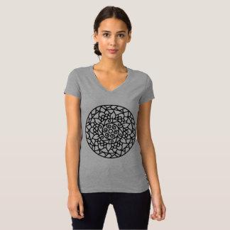 Camiseta con arte a mano de la mandala