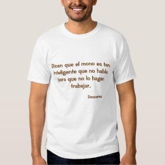 Camiseta con frase sobre el mono y el trabajo.