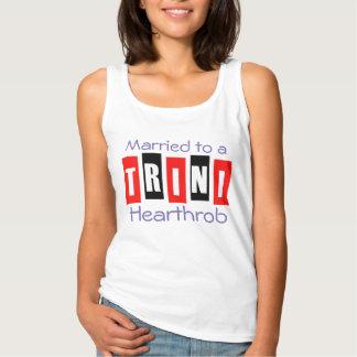 Camiseta Con Tirantes Casado con un Trini Hearthrob (o su texto)