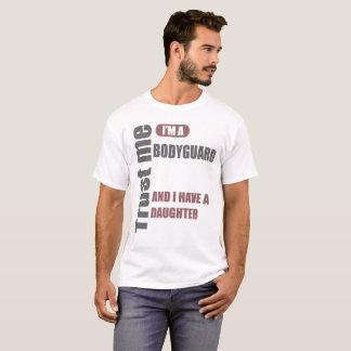Camiseta confíe en que yo es escolta y tengo una hija