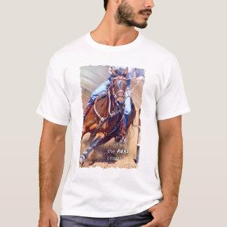 Camiseta Corra con competir con rápido del barril de la
