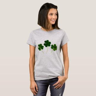 Camiseta cuatro tréboles de la hoja