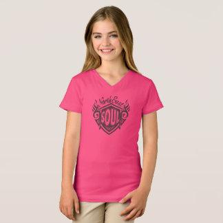 Camiseta Cuello en v del este del norte rosado T del alma