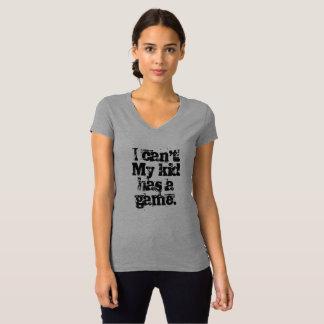 Camiseta Cuello en v gris. No puedo. Mi niño tiene un juego