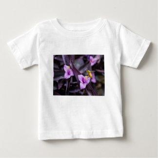 Camiseta De Bebé Abeja en la flor
