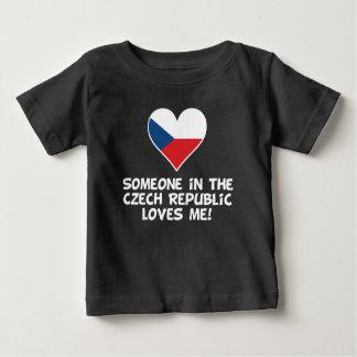 Camiseta De Bebé Alguien en la República Checa me ama