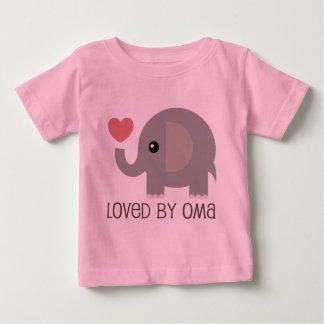 Camiseta De Bebé Amado por el elefante del corazón de Oma