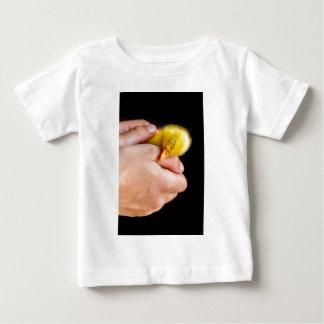 Camiseta De Bebé Anadón recién nacido el dormir en manos humanas