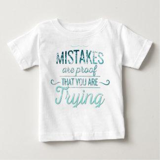 Camiseta De Bebé Aprenda de cita de motivación de la tipografía de