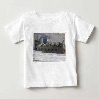 Camiseta De Bebé Asando a la parrilla pescados al aire libre