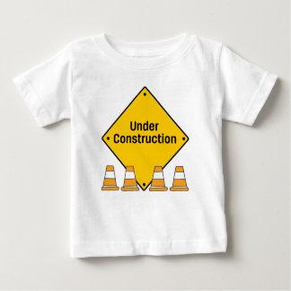 Camiseta De Bebé Bajo construcción con los conos