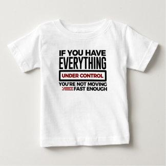 Camiseta De Bebé Bajo control reduzca también más velocidad