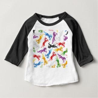 Camiseta De Bebé Caballos de salto coloreados del modelo