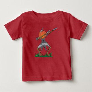 Camiseta De Bebé calabaza que frota danza divertida del lenguado de
