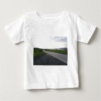 Camiseta De Bebé Carretera nacional sobre la rueda de las colinas