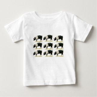 Camiseta De Bebé cerdos en una fila