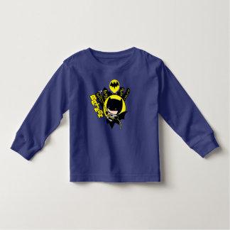 Camiseta De Bebé Chibi Batman que escala la ciudad