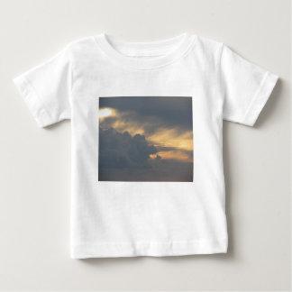 Camiseta De Bebé Cielo caliente con las nubes de cumulonimbus de