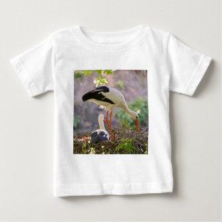 Camiseta De Bebé Cigüeñas blancas en su jerarquía