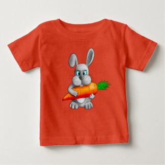 Camiseta De Bebé Conejo con una zanahoria
