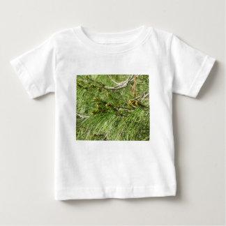 Camiseta De Bebé Conos no maduros del varón o del polen del árbol