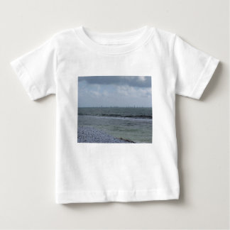 Camiseta De Bebé Costa de la playa con los veleros en el horizonte