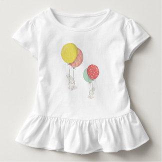 Camiseta De Bebé Dos pequeños conejitos que flotan con los globos