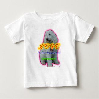 Camiseta De Bebé El amor es una palabra legged cuatro