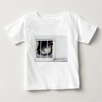 Camiseta De Bebé El gato sin hogar observa la calle