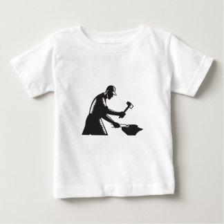 Camiseta De Bebé El hierro de la forja del trabajador del herrero