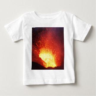 Camiseta De Bebé Erupción volcánica de la noche hermosa