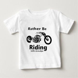 Camiseta De Bebé Esté montando bastante al abuelo de w