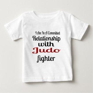 Camiseta De Bebé Estoy en una relación confiada con el combatiente