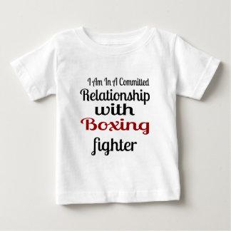 Camiseta De Bebé Estoy en una relación confiada con lucha del boxeo